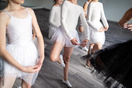 Papiers peints Individuel Group of fit happy children exercising ballet in studio together