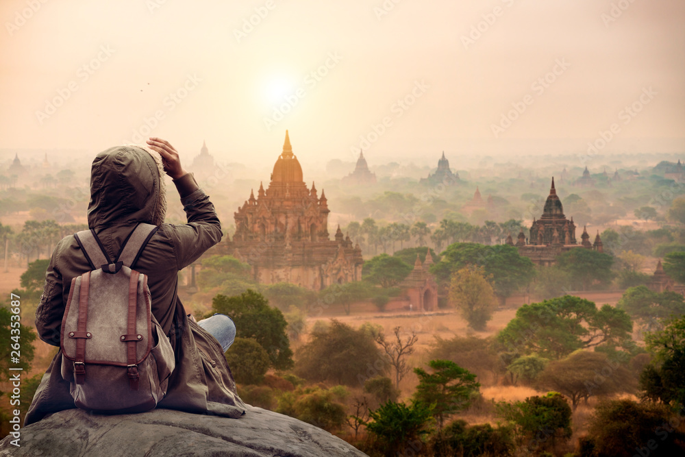 Fototapeta The tourist sitting watching Bagan pagoda landscape view during sunrise and the ancient pagoda in Bagan,Mandalay Myanmar
