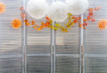 Light Wood Decoration Blinds Area For Photo Shoot Decorated With Flowers On Top