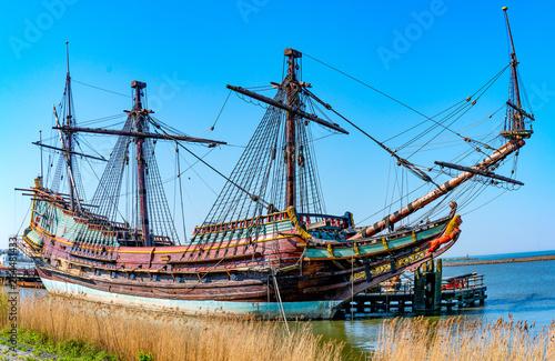 Foto op Plexiglas Schip Segelschiff Batavia im Hafen Lelystad