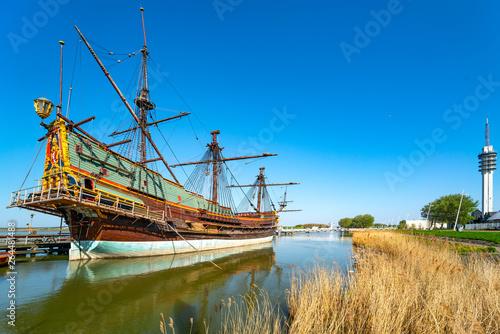 Photo Stands Ship Segelschiff Batavia im Hafen Lelystad