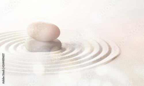 Photo sur Plexiglas Zen pierres a sable Zen stones on the sand.