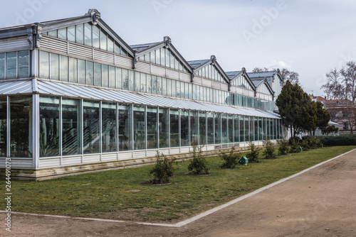 Photo Arganzuela crystal palace building on the area of Matadero arts and cultural cen