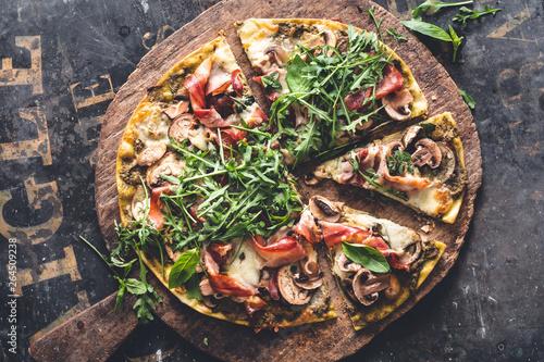Pizza Pesto, Jambon, Aubergine, Fromage et Champignon Canvas-taulu