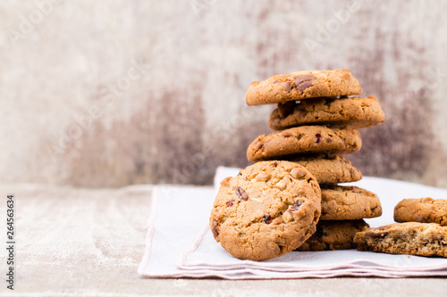 Photo  Chocolate oatmeal cookies on the wooden background.