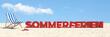 Sommerferien Konzept mit Slogan am Strand