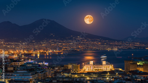 Poster de jardin Bleu nuit Full moon rises above Mount Vesuvius, Naples and Bay of Naples, Italy