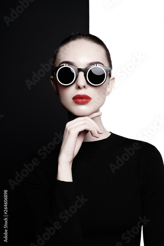 Poster womenART beautiful young woman with black sunglasses