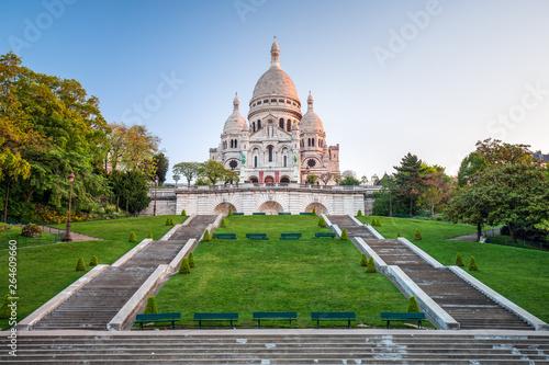 Obraz Sacre Coeur z Montmartre w Paryżu - fototapety do salonu