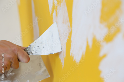 Cuadros en Lienzo Plastering wall with putty-knife, close up image