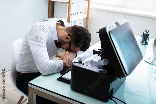 Fotomural  Businessman Sitting In Front Of Printer