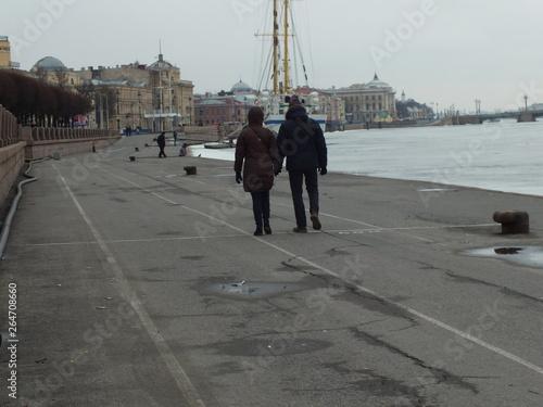 Fototapeta man and woman walking down the street obraz na płótnie