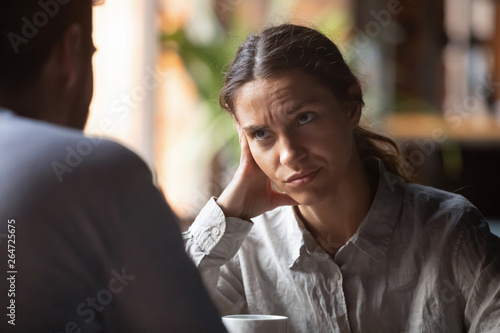 Bored woman sitting on speed dating with boring male Fototapet