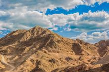 Picturesque Desert Mountain Du...