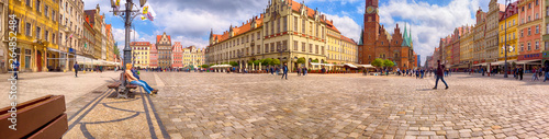 Foto  WROCLAW, POLAND - APRIL 22, 2019: Wroclaw Old Town