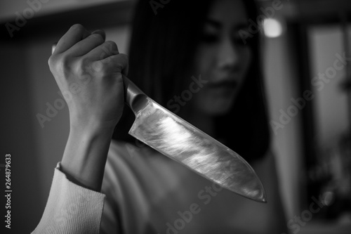 Photo 包丁を持つ女性