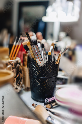 brushes, accessories and accessories for make-up
