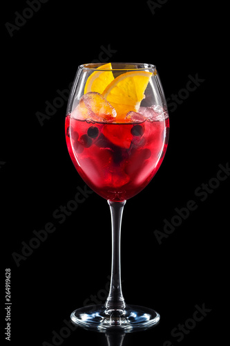 Fotografía Cold sangria in a wine glass