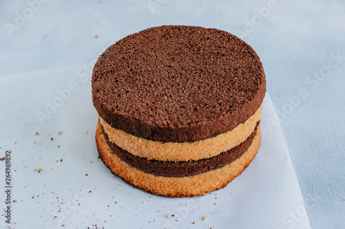 Fotomural Sponge cake of chocolate on the table