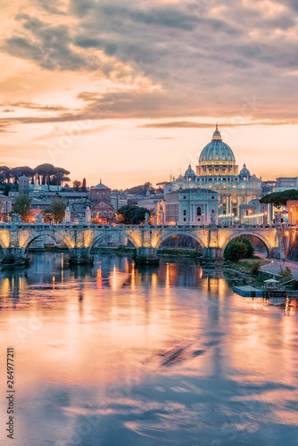 Photo  The city of Rome at sunset with the view on the Vatican