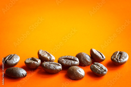 Poster Café en grains roasted coffee beans on bright color background