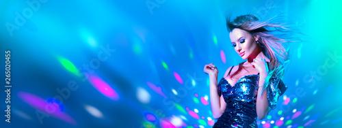 Fotografia Fashion model sexy woman dancing in neon light