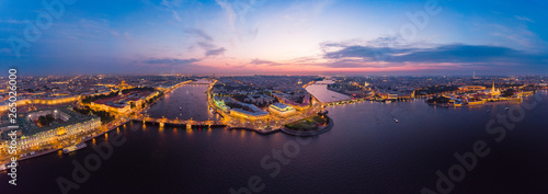 Montage in der Fensternische Aubergine lila Beautiful aerial evning view in the white nights of St. Petersburg, Russia, The Vasilievskiy Island at sunset, Rostral Columns, Admiralty, Palace Bridge, Stock Exchange Building. shot from drone.