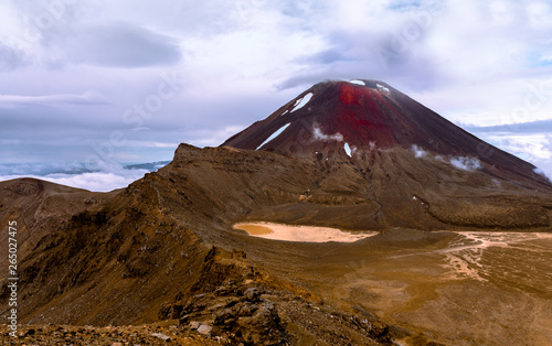 Photo  A cloudy day on Mount Ngauruhoe or Mount Doom in New Zealand
