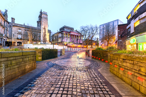 Obraz na plátně A walkway to Harris Museum and The Sessions House in Preston - England