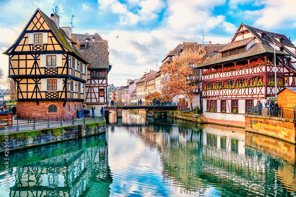 Fototapeta Traditional half-timbered houses on the canals district La Petite France in Strasbourg, UNESCO World Heritage Site, Alsace, France