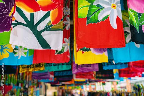 Stampa su Tela Sarong skirts shop at city market of Papeete, Tahiti, French Polynesia