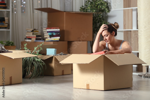 Sad evicted tenant moving home boxing belongings Fototapet
