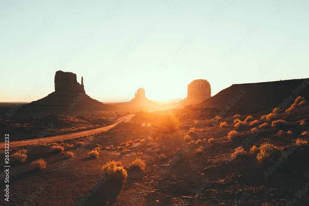 Fototapety, obrazy: Monument Valley at sunrise, Arizona, USA