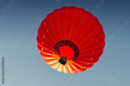 Spoed Foto op Canvas Luchtsport Red hot air balloon against the blue sky