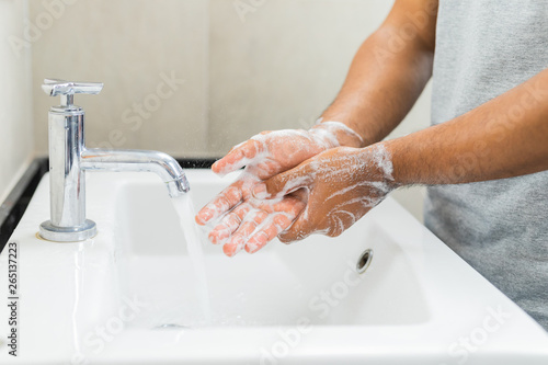 Stampa su Tela Man washing hands with soap.