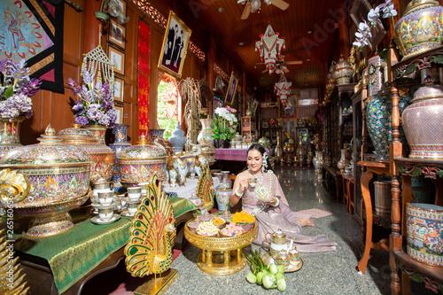 Foto op Plexiglas Artistiek mon. Beautiful woman in dress Thai style , Thai culture