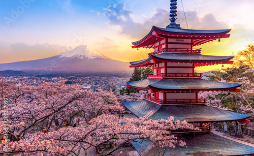 Photo Stands Tokyo Fujiyoshida, Japan Beautiful view of mountain Fuji and Chureito pagoda at sunset, japan in the spring with cherry blossoms