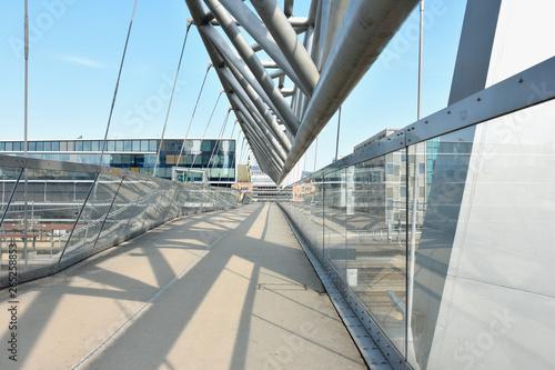 Fotografía Akrobaten pedestrian bridge in Oslo, Norway