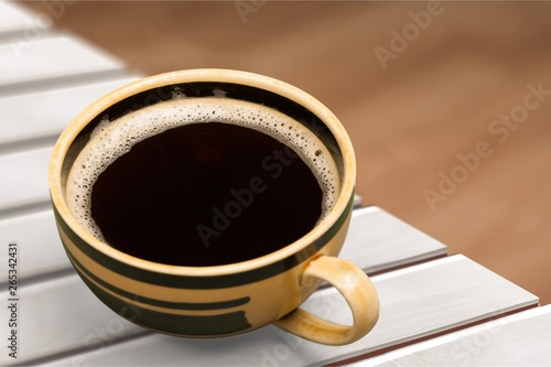 Photo Black coffee in white cup isolated on  background