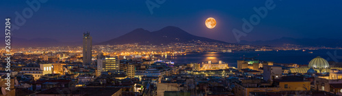Montage in der Fensternische Neapel Full moon rises above Mount Vesuvius, Naples and Bay of Naples, Italy
