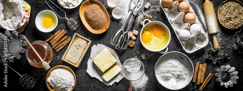 Photo Baking background. Flour and various ingredients for dough.