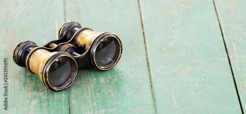 Poster de jardin Inde Search concept, old binoculars on a wooden table, web banner with copy space