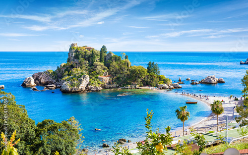 Montage in der Fensternische Himmelblau Isola Bella small island near Taormina, Sicily, southern Italy