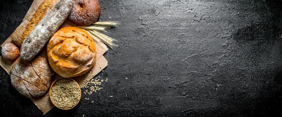 Raspon različitih vrsta kruha od raženog i pšeničnog brašna.