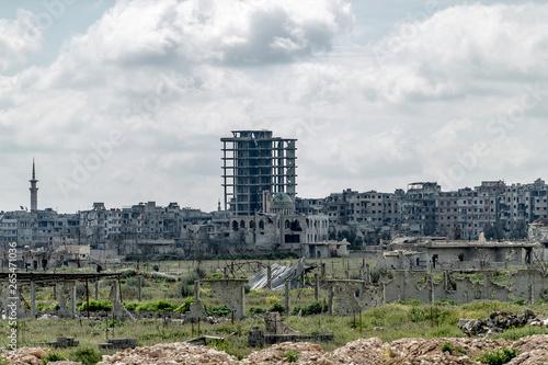 la ville  Alep en syrie après sa destruction Fototapet