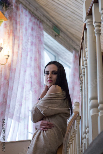 Spoed Foto op Canvas Muziekwinkel beautiful young brunette walks resting in a restaurant.