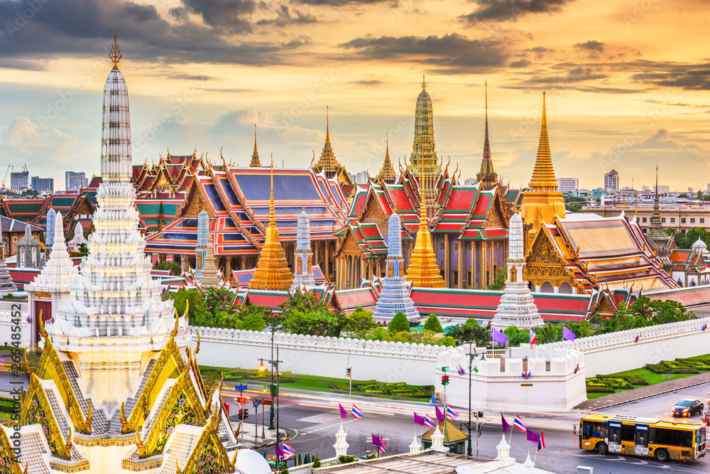 Fototapety, obrazy: Bangkok, Thailand at the Temple of the Emerald Buddha and Grand Palace