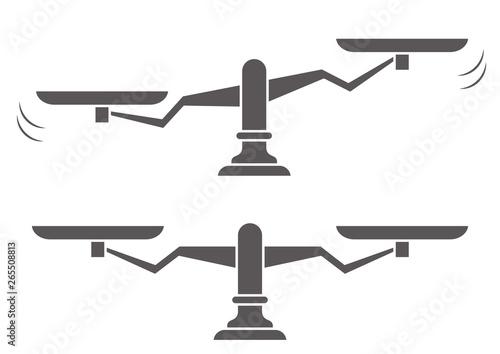 Foto 揺れ動く天秤と均衡を保つ天秤のイラスト(シルエット)