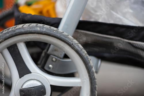 Fényképezés  Rad von einem Kinderwagen