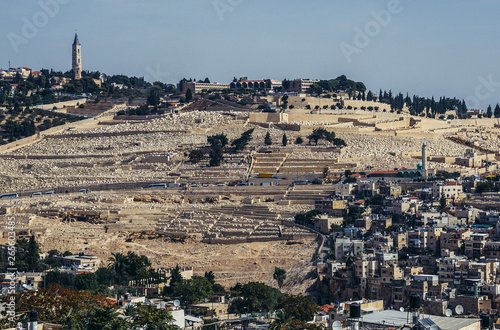 Fotomural Aerial view of Jewish Cemetery on the Mount of Olives, includes the Silwan necro